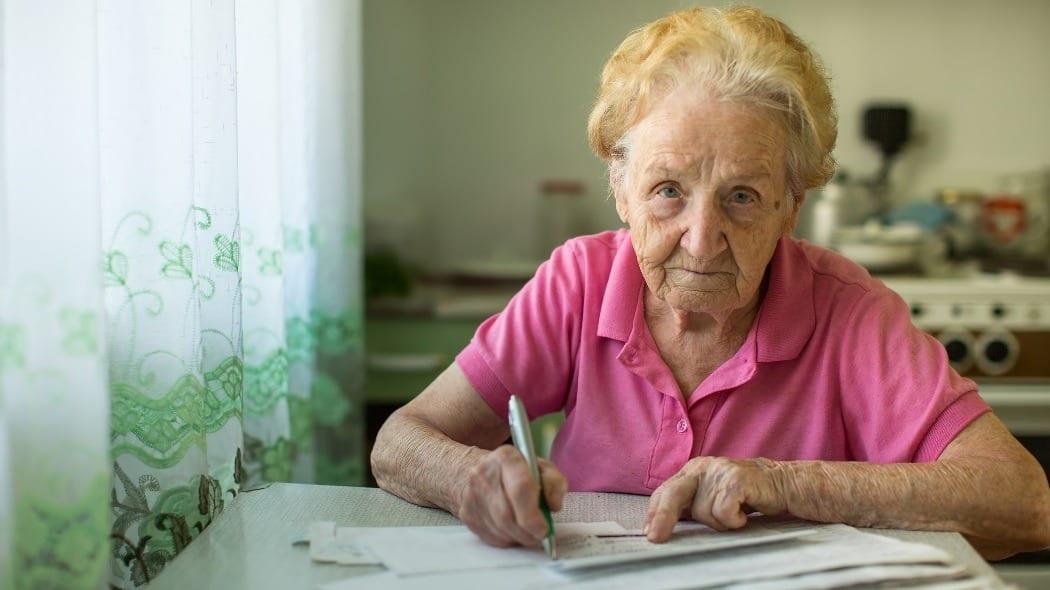 Кому положена прибавка к пенсии после 80 лет: как получить, сумма прибавки