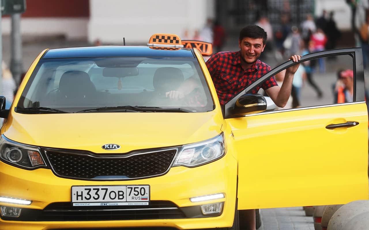 Иностранцы больше не смогут работать в такси: новый законопроект, причины введения