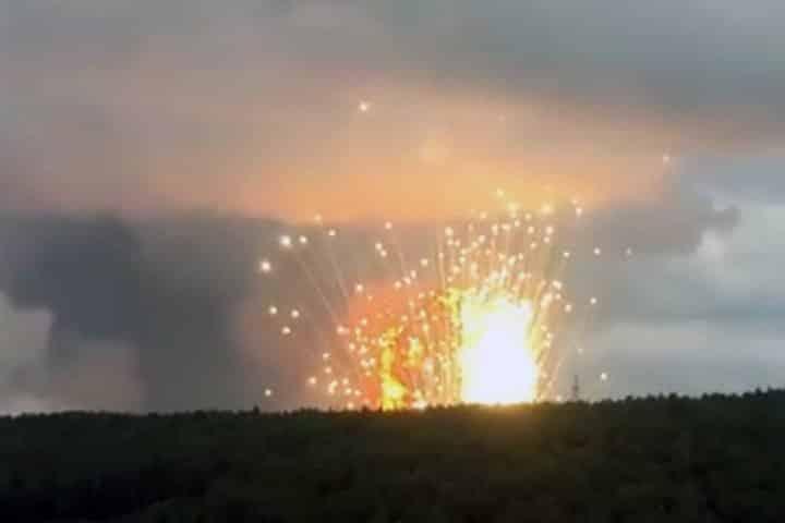 Почему на территории воинской части около Каменки прогремели взрывы? Есть ли пострадавшие, как обстоит ситуация сейчас?