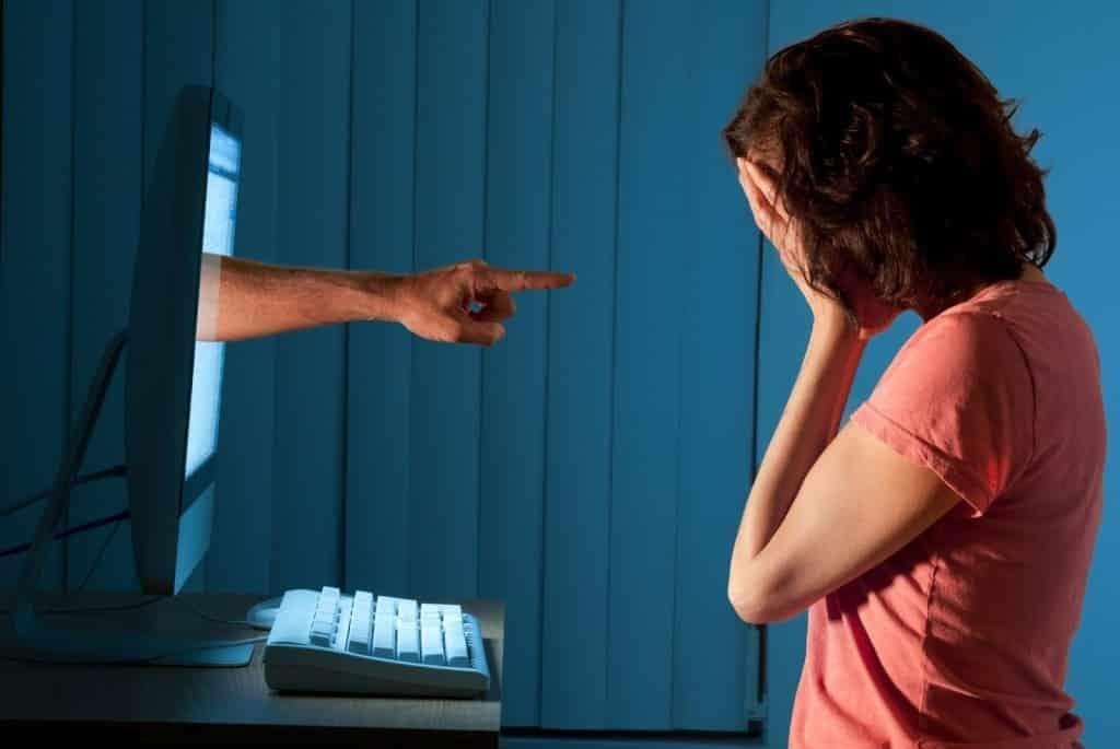 Как защитить ребенка от травли в интернете: кибербуллинг - что это, каким бывает, признаки, как справиться и избежать буллинга