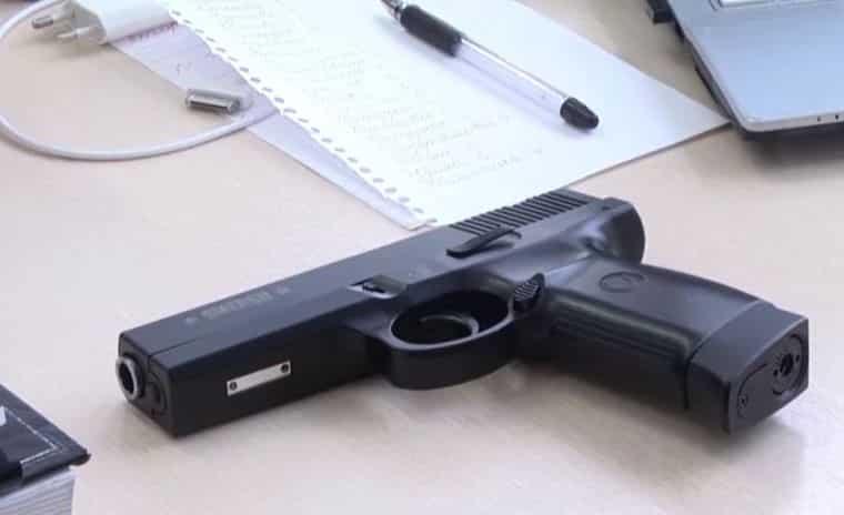 В Казани школьник, принесший на занятия нож и пистолет, признан невменяемым