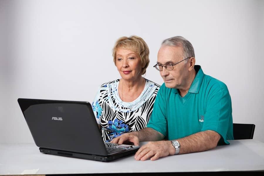 Оформление пенсии онлайн для жителей России: новые возможности портала государственных услуг