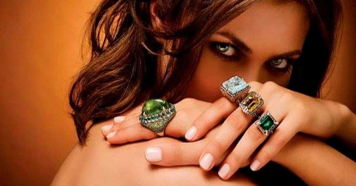 Какие драгоценные камни опасно носить в украшениях: самоцветы, которых стоит остерегаться