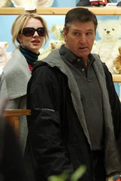 Отец Бритни Спирс, Джеймс Спирс отказался от опекунства над звёздной дочерью