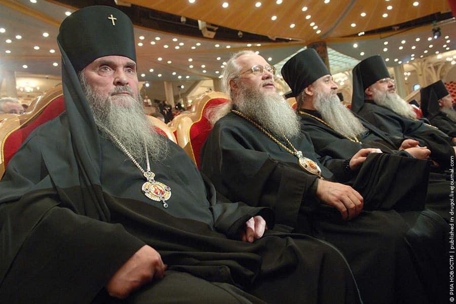 СМИ посчитали, сколько зарабатывают российские священники