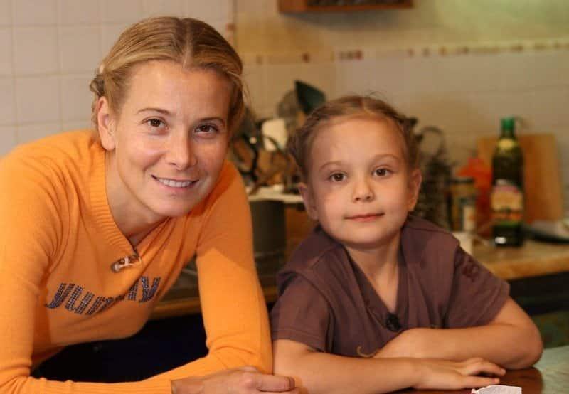 Как себя чувствует Мария Кончаловская, дочь Андрея Кончаловского и Юлии Высоцкой после длительной комы