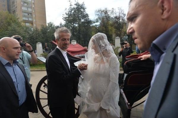 Свадьба Ксении Собчак: чем запомнилась, зачем был катафалк и монахи