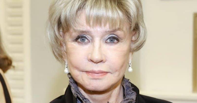 Вера Алентова появилась на публике после слухов о пластике