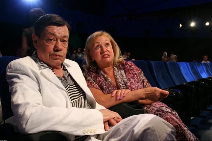 Памятник Николаю Караченцову: вдова Николая Караченцова рассказала о том, кто помог ей поставить памятник для мужа
