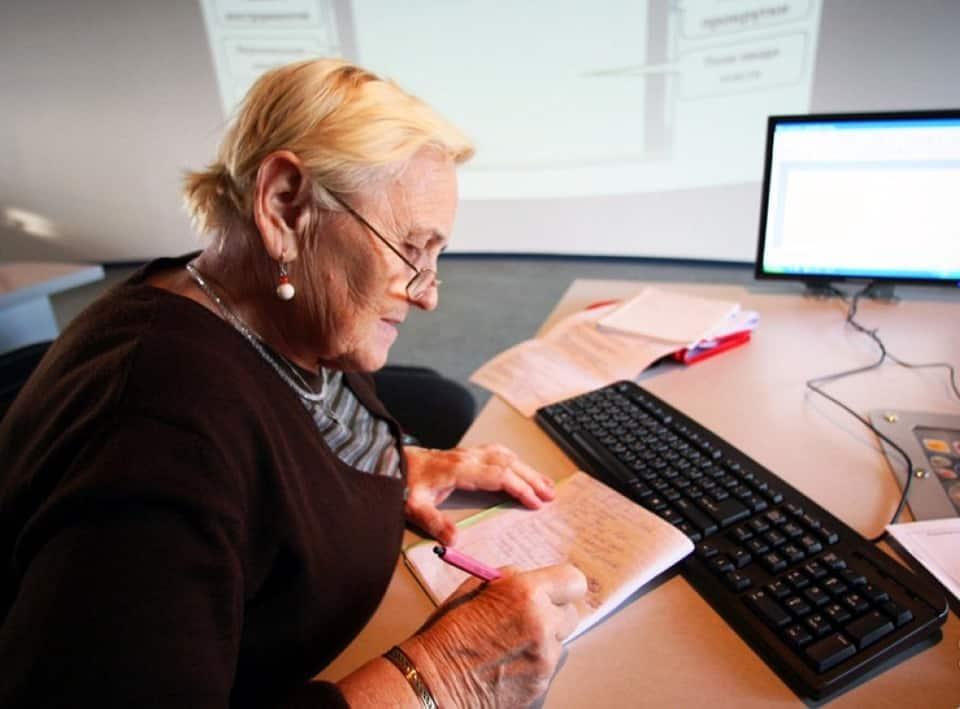 Названо число людей, продолжающих работать на пенсии