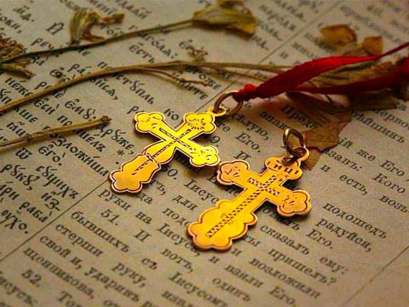 Почему нательный крестик прячут под одежду: причины и приметы, значение нательного крестика у православных