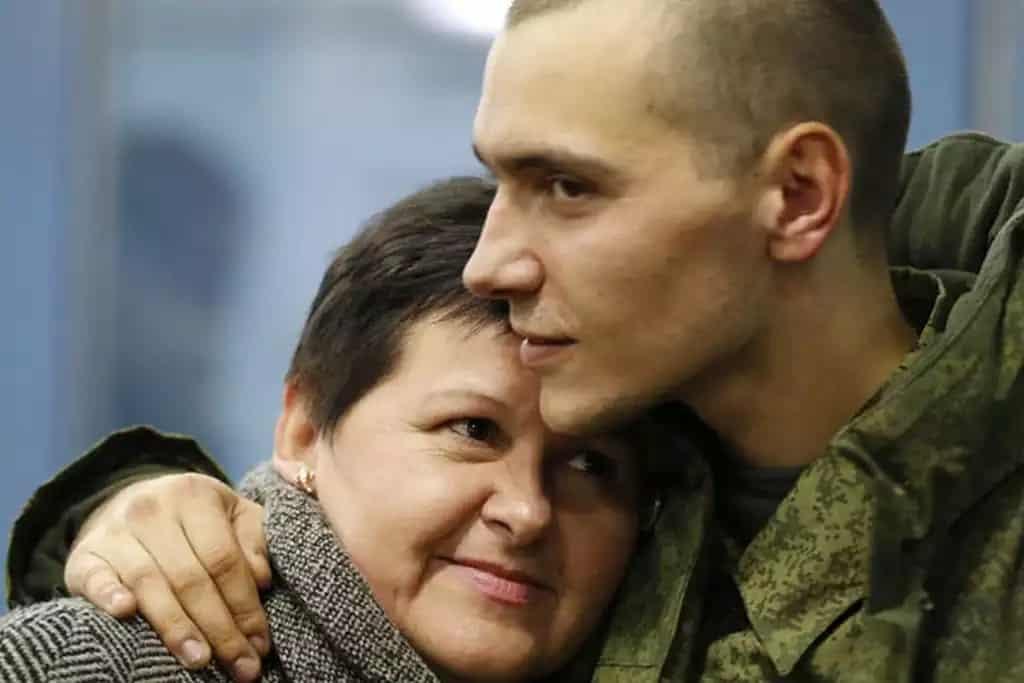 Какая иконка защитит сына в армии и как за него молиться