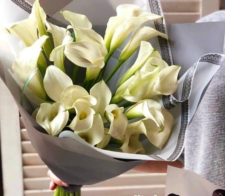 Цветы, которые нельзя дарить девушке: народные приметы