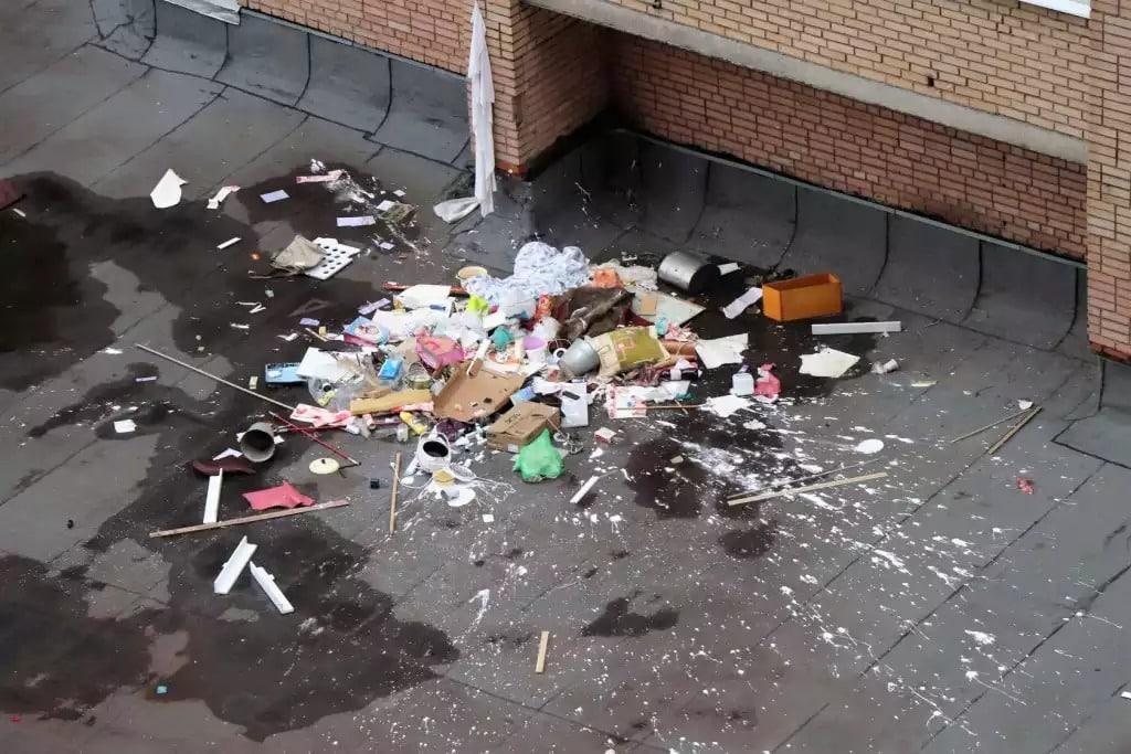 Какой штраф за выброс мусора в неположенном месте: сумма, выброс мусора на улице, как наказывают в других странах