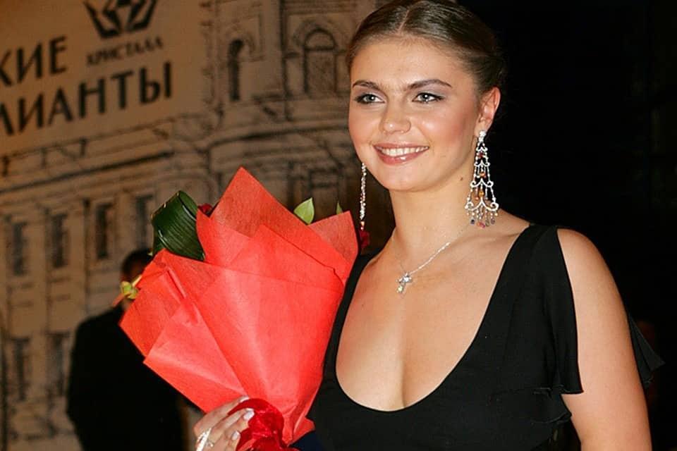 Алина Кабаева, куда пропала: где живёт, личная жизнь, встречалась с Путиным или нет