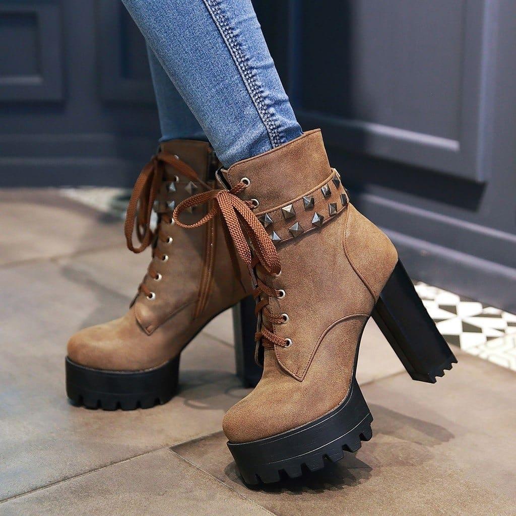 Новинки женской обуви, которая популярна осенью 2019 года: цвет сезона, что оригинального в обуви 2019