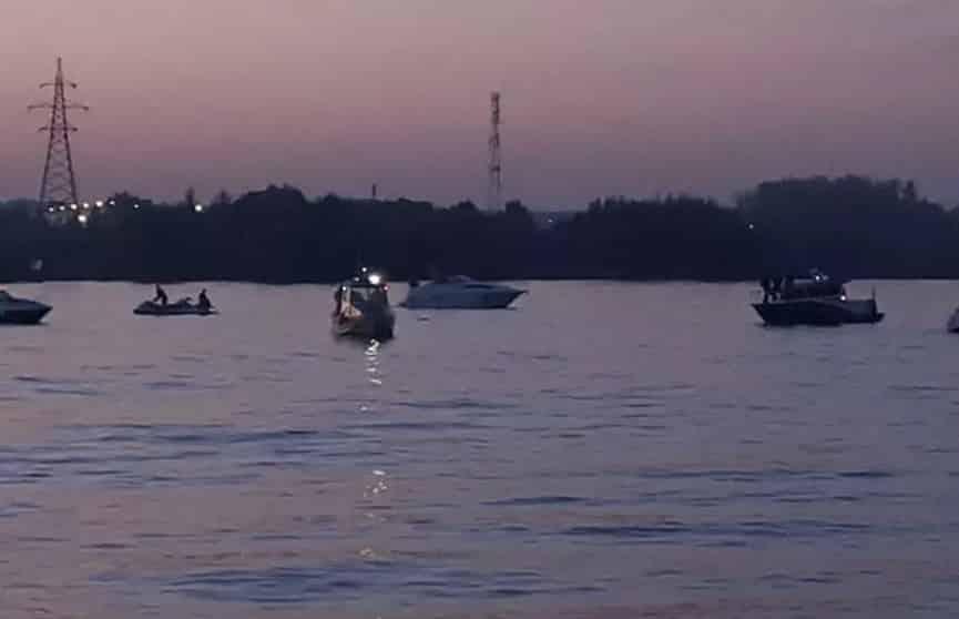 Падение вертолета в Подмосковье в реку было зафиксировано на видео свидетелем трагедии