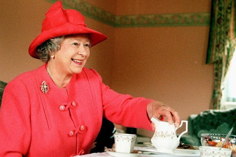 Что любит кушать королева Елизавета 2: какой фастфуд предпочитает, чем обычно питается королева Елизавета 2