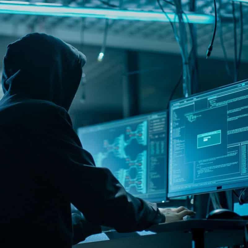 Утечка данных Сбербанка: украденные данные уже продают в интернете