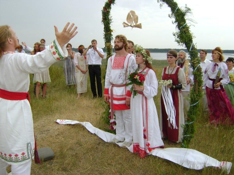 Работающие ритуалы на Покров: как привлечь в жизнь суженного и выйти замуж