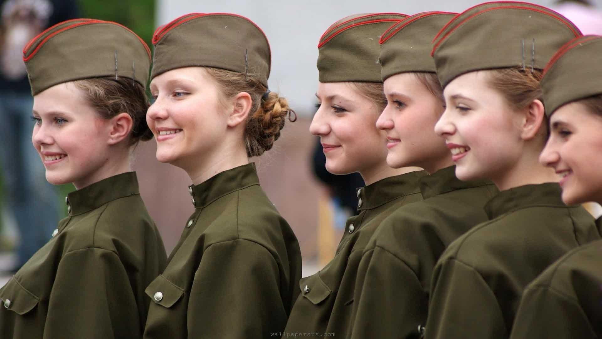 Год службы в армии открывает для девушки двери в любой вуз: правда или миф?
