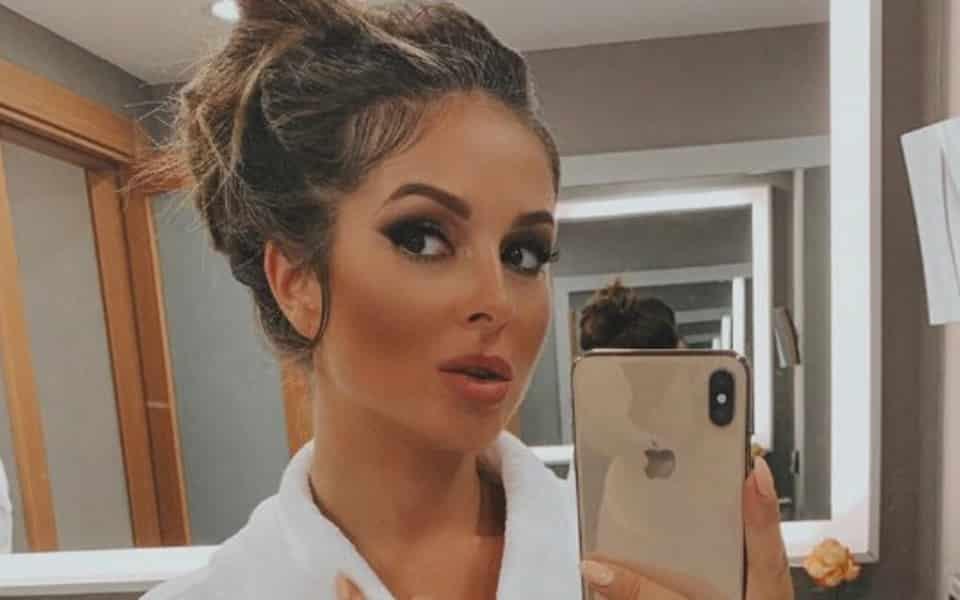 Нюша удалила родинку на лице: зачем певица решилась на удаление родинки