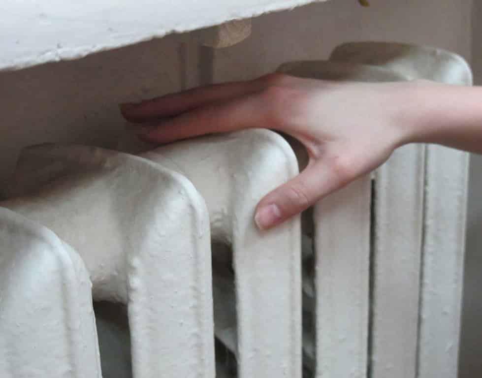 Что делать если батареи холодные после включения отопления: куда жаловаться, телефоны