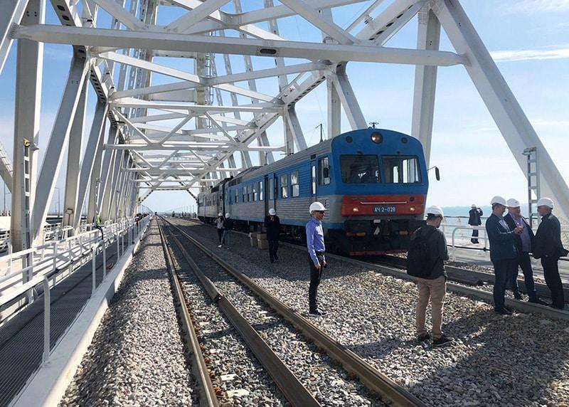 Первый поезд по Крымскому мосту проедет в начале декабря: сколько будет стоить билет