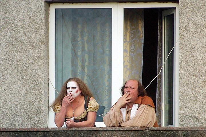 Штраф за курение на балконе: в России наказан первый балконный курильщик