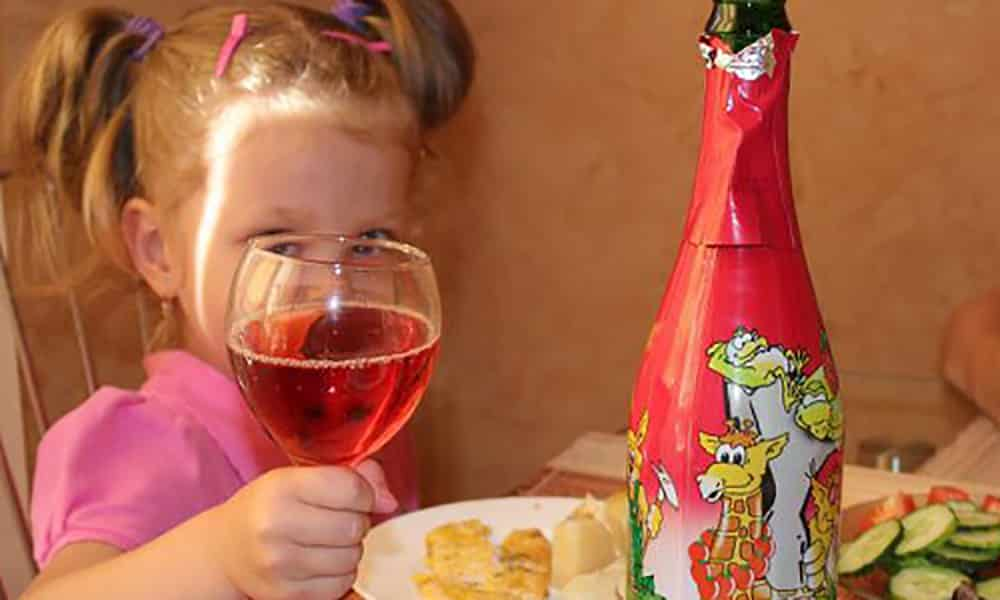 Запрет на продажу детского шампанского: новая инициатива власти