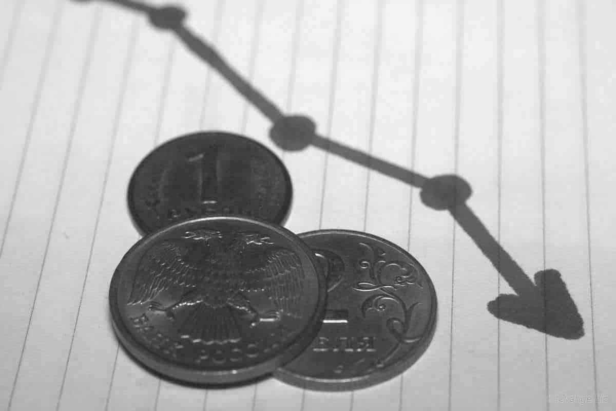 Рубль может рухнуть в ближайшее время: прогноз о падении рубля в скором времени