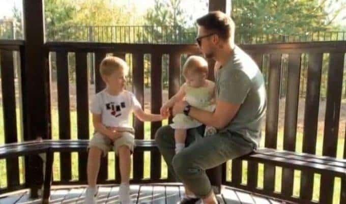 Сергей Лазарев первый раз показал свою маленькую дочь