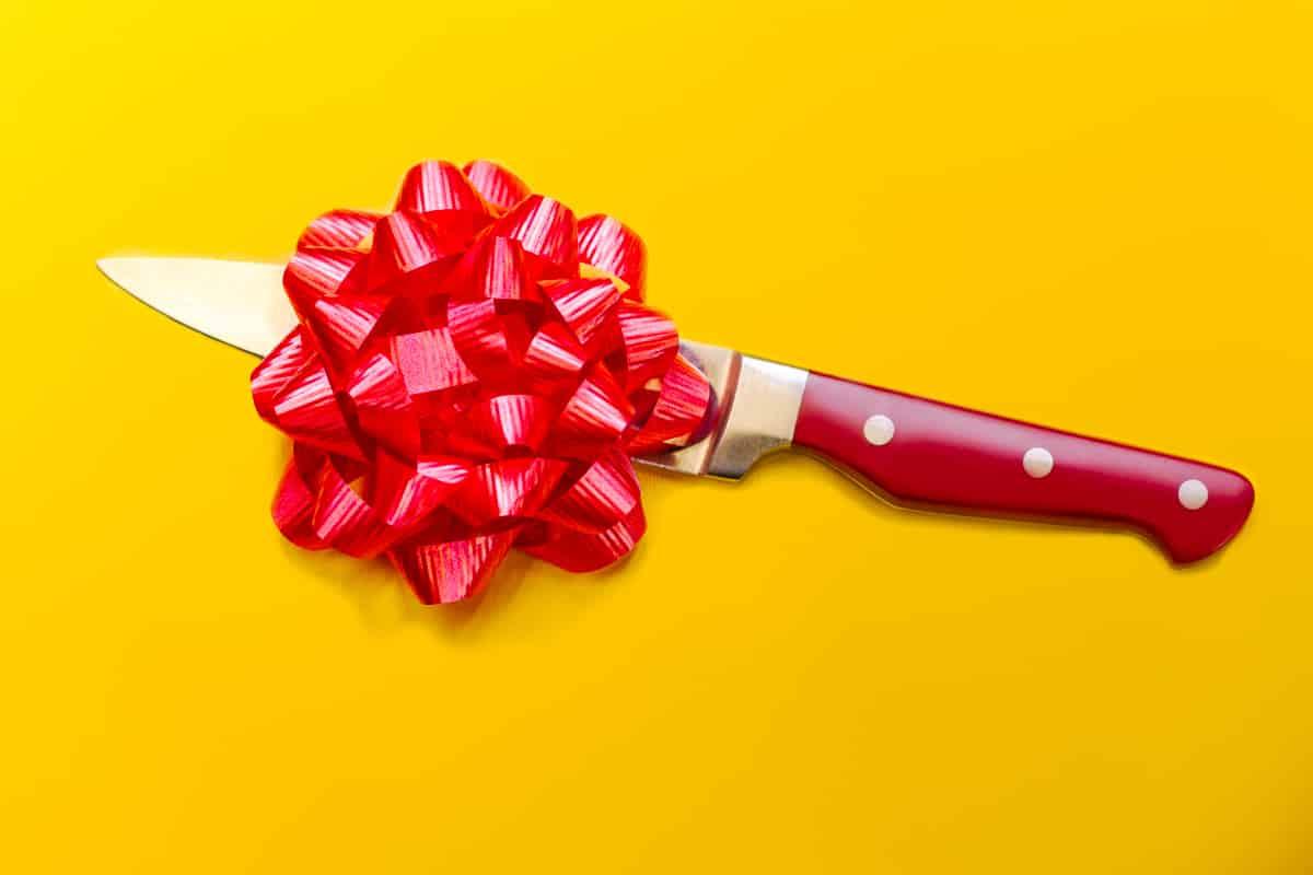 Можно ли передаривать подарки: что говорят народные традиции и приметы