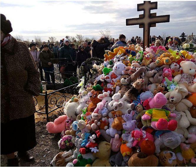 Прощание с Лизой Киселевой: похороны задушенной Лизы Киселевой в Саратове, что случилось с 9-летней девочкой