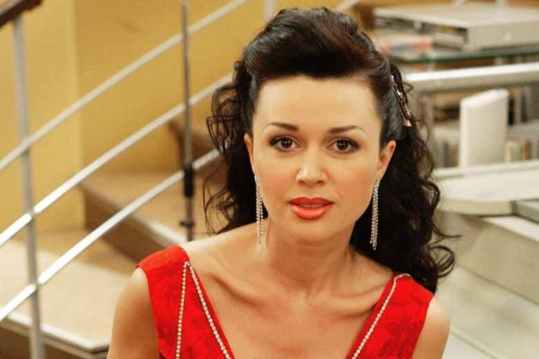 Анастасия Заворотнюк идёт на поправку: как себя чувствует сейчас, последние новости