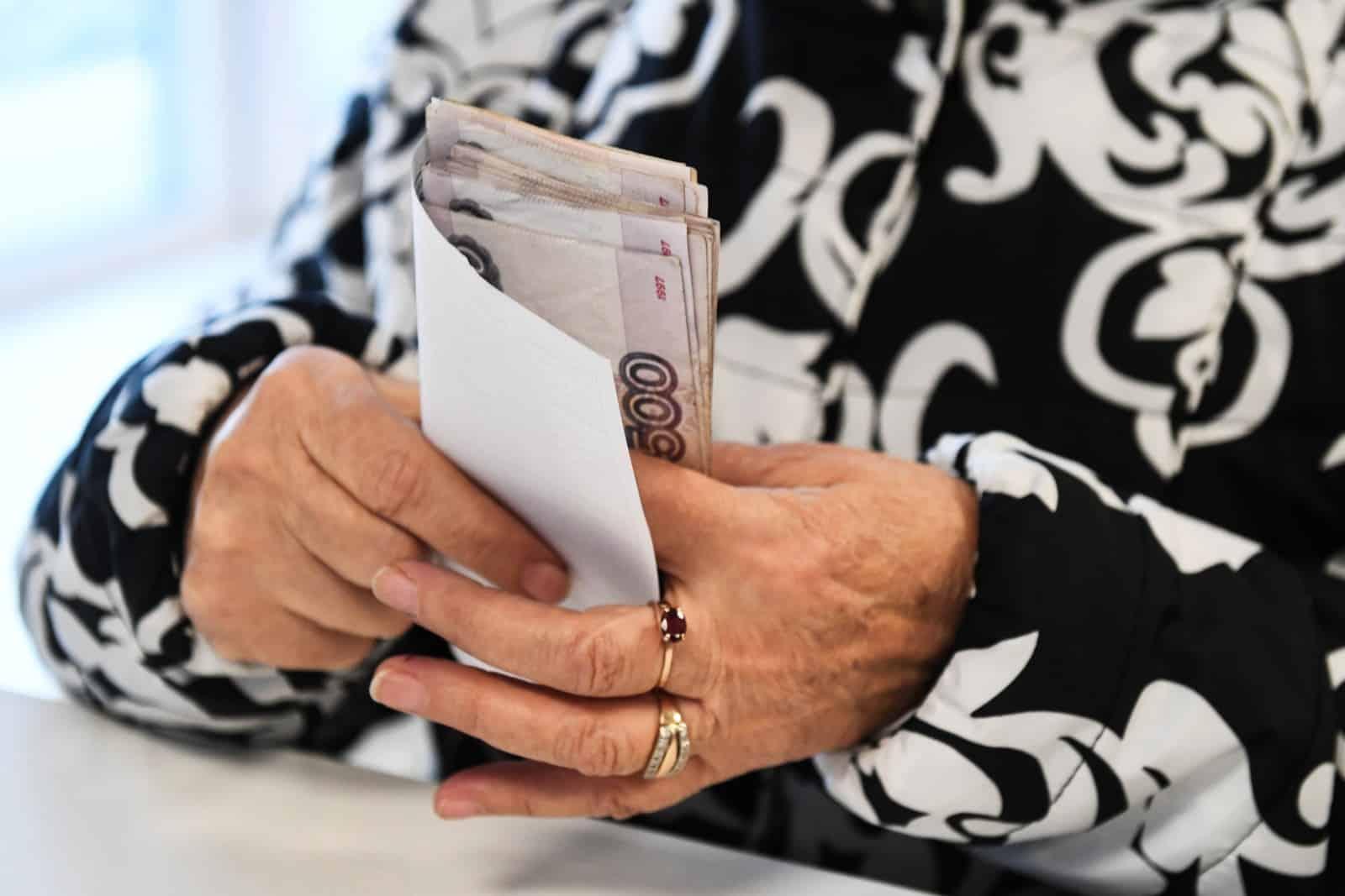 На какие цели люди копят деньги в России: сбережения Россиян