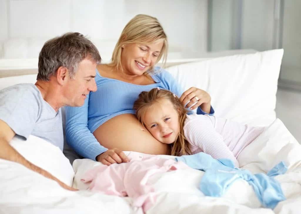 Родить в 40 лет: опасно для женщины или нет, все за и против, мнение специалистов