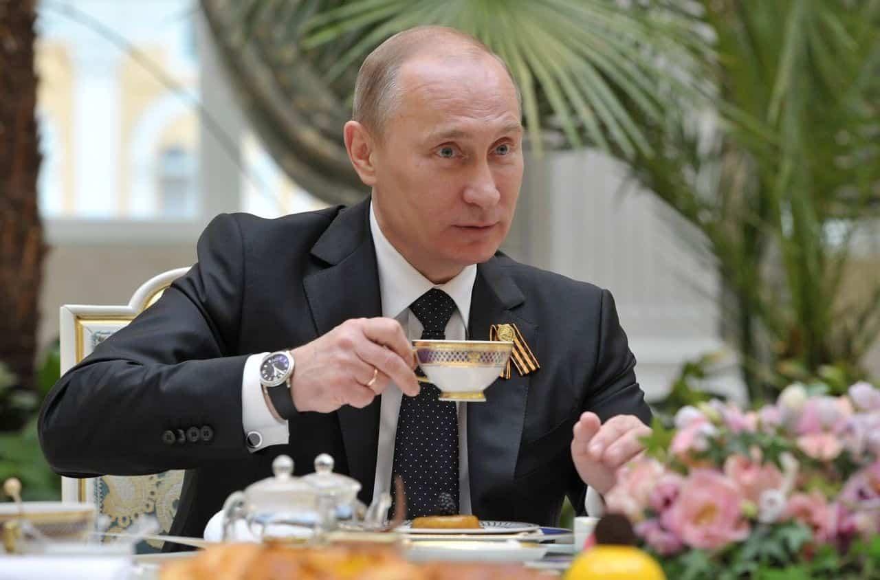 Как Владимир Путин проводит день рождения: кто и как поздравил Путина с днем рождения