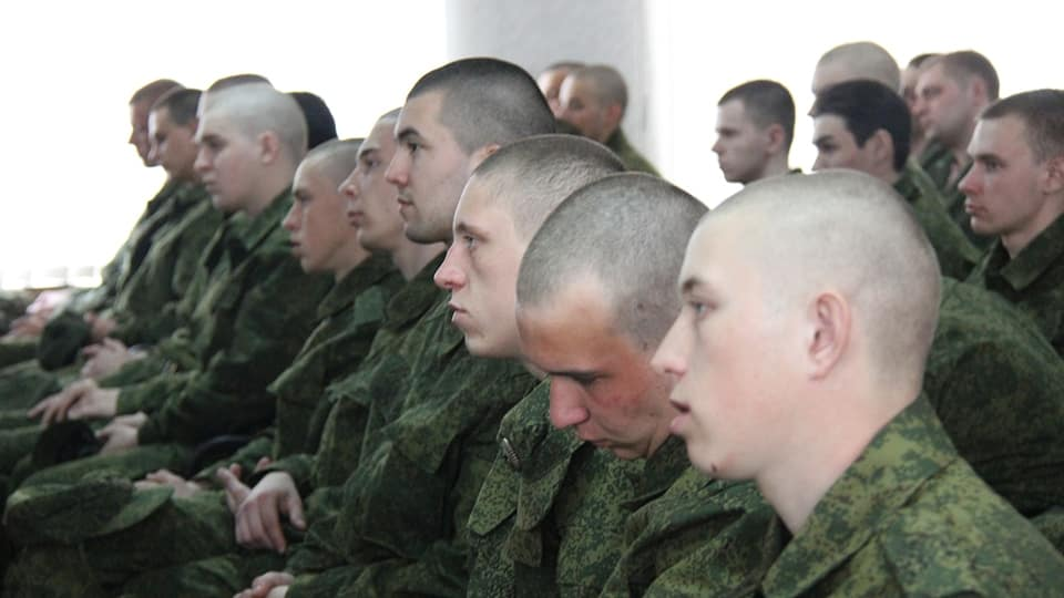 Зарплата солдата срочника в 2019 году. Из чего складывается сумма, надбавки