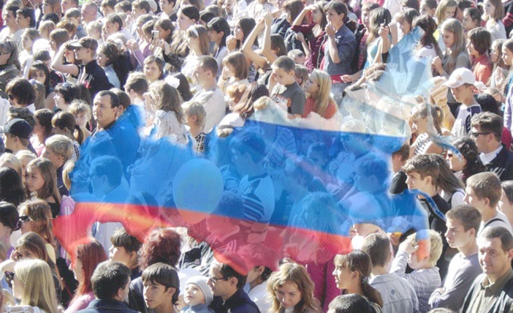 Численность населения России продолжает снижаться