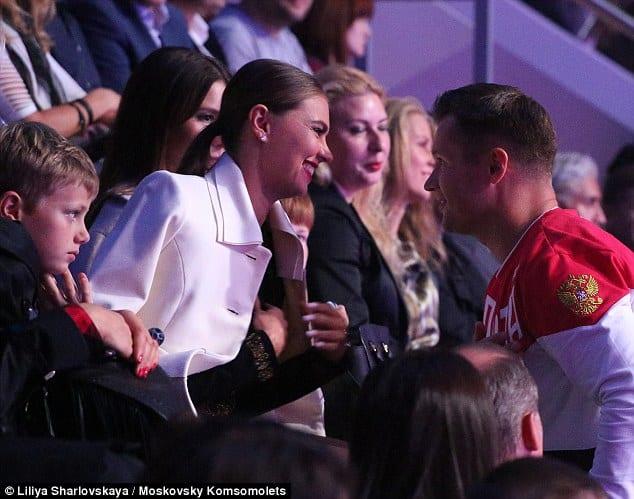 Алина Кабаева не подтвердила слухи о рождении двойни в 2019 году