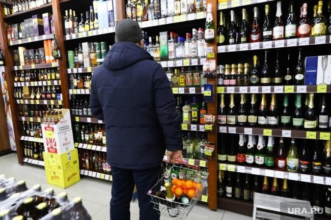 Запрет на продажу алкоголя в Пятерочке, Перекрестке и Карусели: кто виноват и какие последствия
