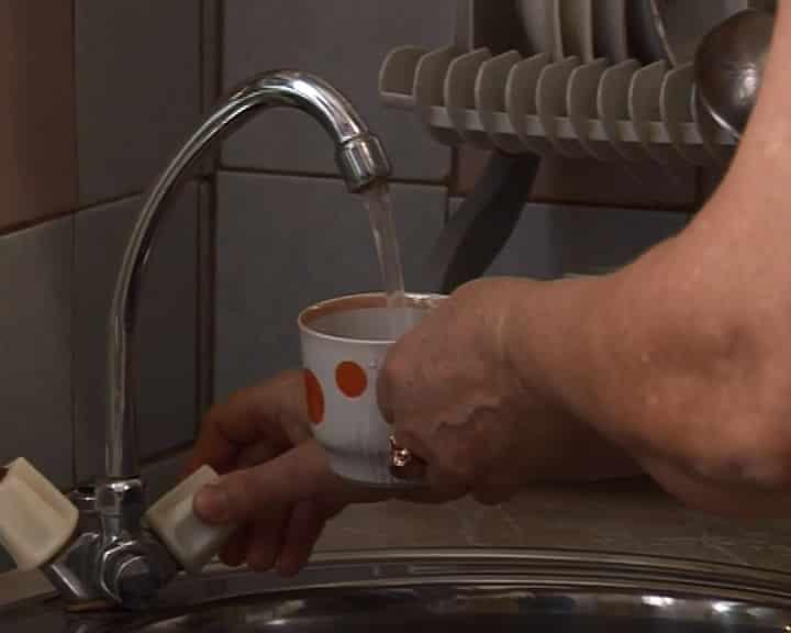 Чем опасна вода из крана: можно пить или лучше отказаться