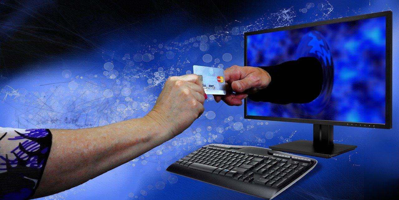С банковской карты украли деньги: несколько советов о том, как обезопасить себя