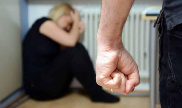 Как изжить в России домашнее рукоприкладство: в закон о домашнем насилии впишут изгнание виновного из дома