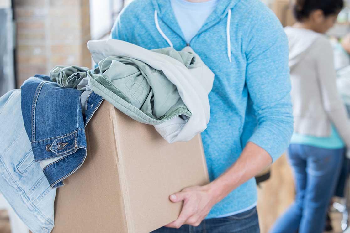 Почему опасно надевать и носить чужие вещи