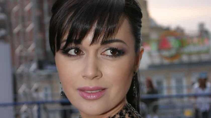 В сети появилась информация что Анастасия Заворотнюк идёт на поправку