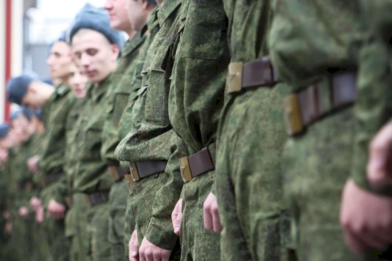 В Госдуме хотят увеличить выплаты срочникам до 100 тысяч рублей
