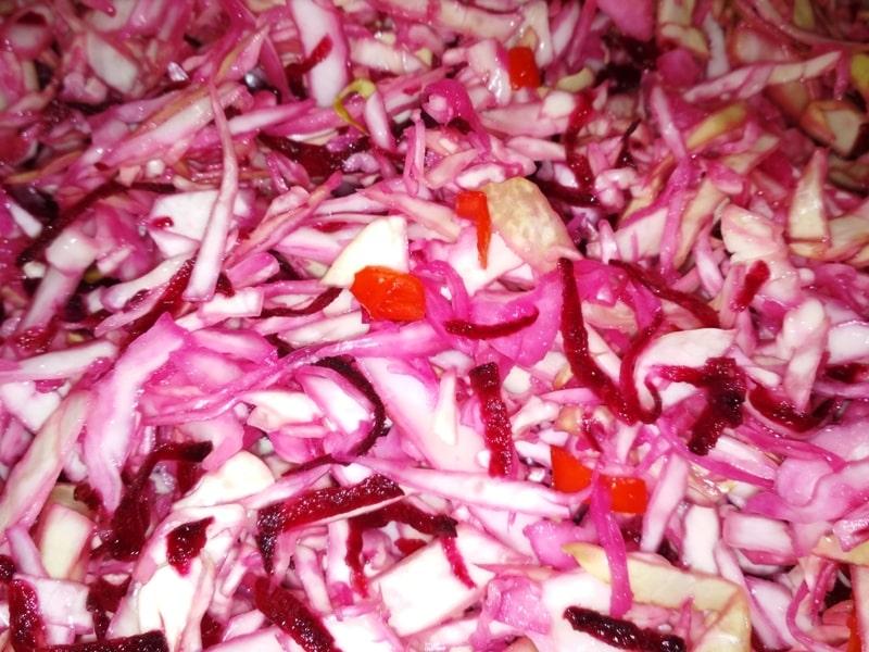 Вкусный рецепт капусты со свеклой, заквашенной в банке
