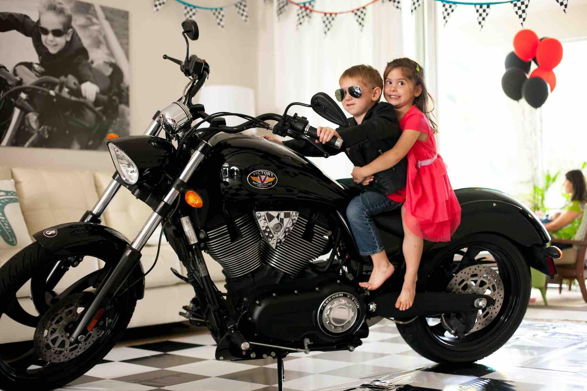 С какого возраста разрешается ездить на мотоцикле